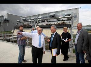 Rhein-Main-Anzeiger Lokales / 01.09.2014 Wasserkraftwerk an der Kostheimer Schleuse. Minister Al Wazi mi Georg Schneider li Foto:hbz/Jörg Henkel No Model Release